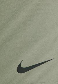 Nike Performance - FLEX VENT MAX SHORT - Pantaloncini sportivi - light army/black - 6