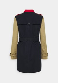 Tommy Hilfiger - TRENCH - Trenchcoat - desert sky/primary red/camel - 1