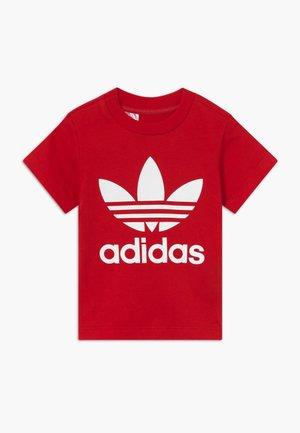 TREFOIL TEE - Camiseta estampada - scarle/white