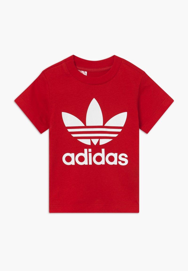 adidas Originals - TREFOIL UNISEX - Camiseta estampada - scarle/white