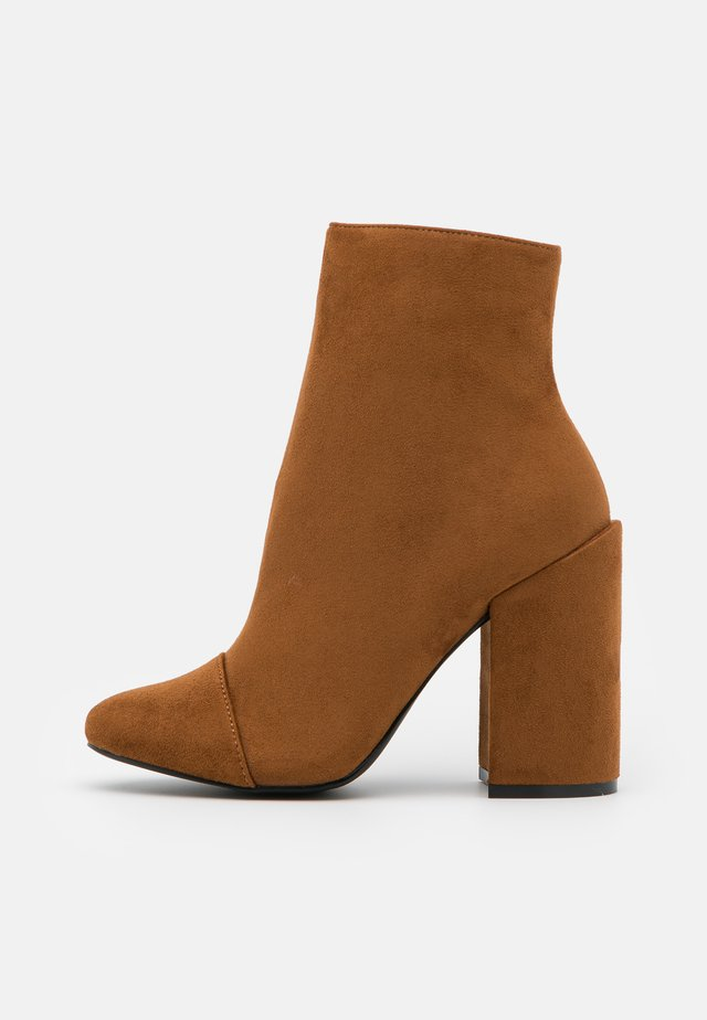 TOP UP WIDE FIT DOLLEY - High heeled ankle boots - tan