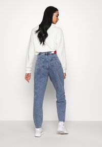Tommy Jeans - RETRO MOM - Relaxed fit jeans - marcia mid blue rigid - 2