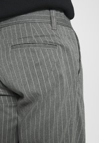 Afends - MIXED BUSINESS  SUIT PANT - Kalhoty - grey - 5