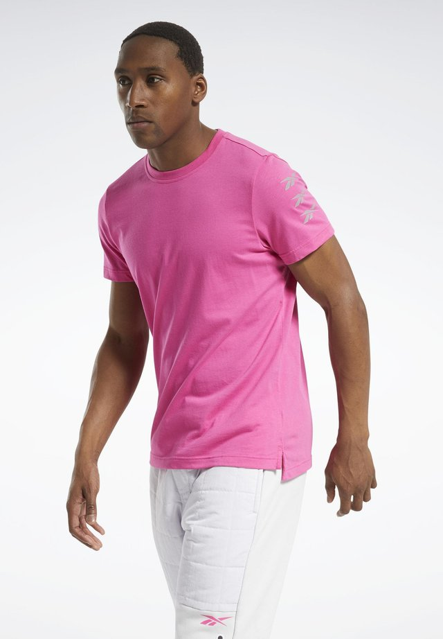 MYT GRAPHIC T-SHIRT - T-shirt con stampa - pink