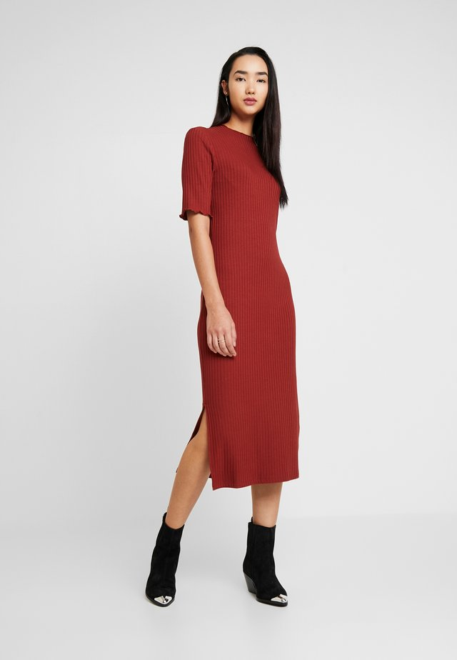 JERSEYKLEID BASIC - Shift dress - dark red
