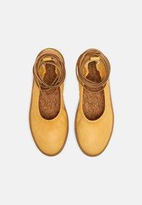 Oa non fashion - Ankle strap ballet pumps - yellow - 4