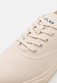 Clae - AUGUST - Sneakersy niskie - eggnog
