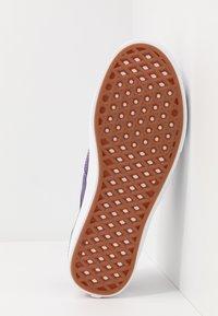 Vans - COMFYCUSH AUTHENTIC UNISEX - Sneakers - heliotrope - 4