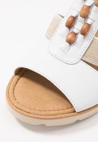 Gabor - Wedge sandals - weiß/natur - 2