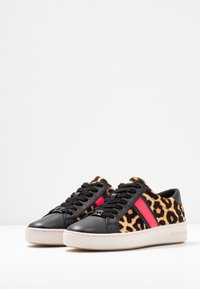 MICHAEL Michael Kors - IRVING STRIPE LACE UP - Trainers - natural - 4