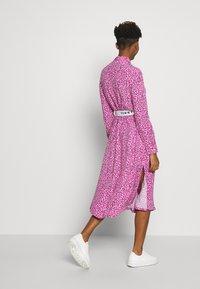 Tommy Jeans - PRINTED SHIRT DRESS - Korte jurk - pink daisy - 2