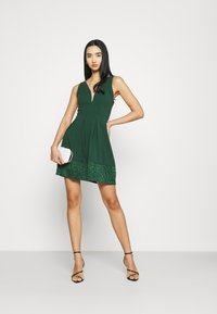 WAL G. - NADIA VPLUNGE NECK SKATER DRESS - Koktejlové šaty / šaty na párty - forest green - 1