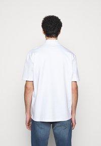 HUGO - DAKAYO - Print T-shirt - white - 2