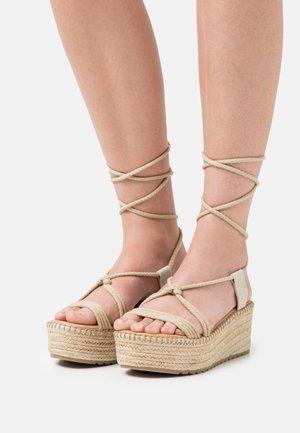 CARISA - Korkeakorkoiset sandaalit - natural
