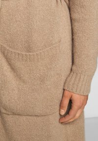 WEEKEND MaxMara - OVATTE - Cardigan - kamel - 5