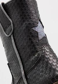Hip - Cowboy/Biker boots - black scale - 2