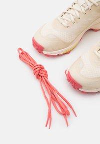 Viking - ANACONDA LIGHT FIT GTX - Hiking shoes - cream - 5