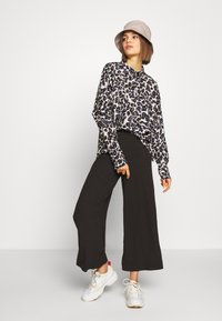 Monki - CILLA TROUSERS - Tracksuit bottoms - black dark