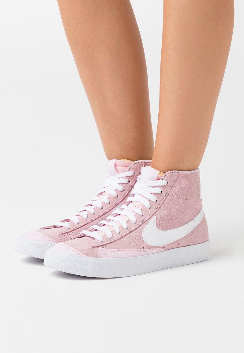 Nike Sportswear - BLAZER 77 - Sneakersy wysokie - pink foam/white