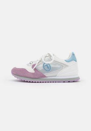 KIWY MIX POP LOGO - Sneakersy niskie - lilac/white