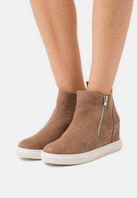 Madden Girl - PIPERR - High-top trainers - taupe - 0