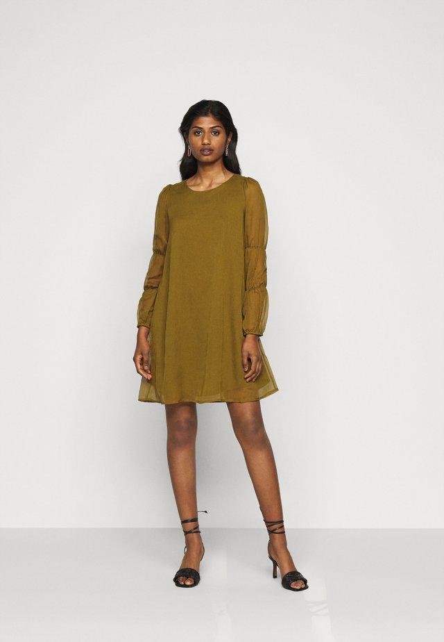 VMBABETTE SHORT DRESS - Denní šaty - fir green