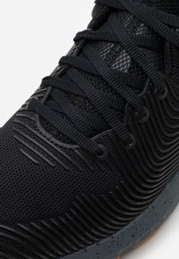 Under Armour - HOVR APEX 2 - Sports shoes - black - 5