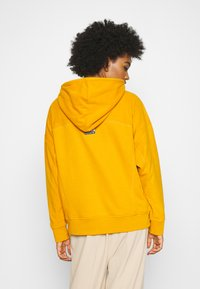 adidas Originals - SPORTS INSPIRED LOOSE HOODED  - Mikina skapucí - legacy gold - 2