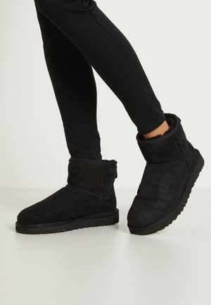 CLASSIC MINI II - Bottines - black