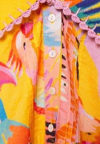 Farm Rio - NEON MACAWS COLLAR BLOUSE - Blouse - neon macaws - 2