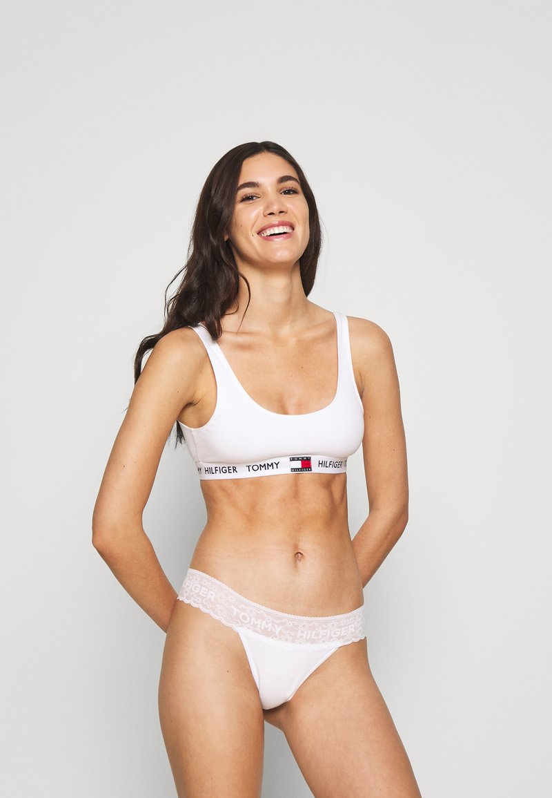 Tommy Hilfiger - THONG 3 PACK - Stringit - sky/white/neon yellow