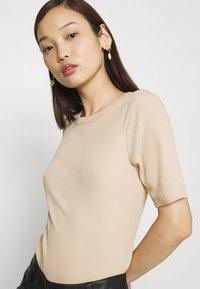 Gina Tricot - JOY - T-shirt basic - oxford tan - 3