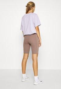 adidas Originals - Shorts - trace brown - 2