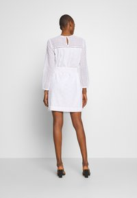 GAP - EYELET DRESS - Sukienka letnia - optic white - 2