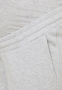 Anna Field MAMA - Tracksuit bottoms - light grey - 2