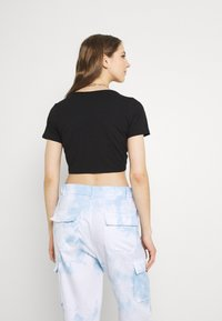 Monki - T-shirt med print - black - 2