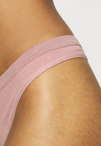 Out From Under for Urban Outfitters - MARKIE THONG 3 PACK - Thong - white/rose/caramel - 6