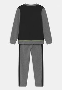 Nike Sportswear - COLOR BLOCK CREW SET - Trainingsanzug - carbon heather - 1