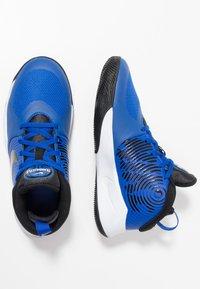 Nike Performance - TEAM HUSTLE D 9 UNISEX - Basketballschuh - game royal/black/white - 0