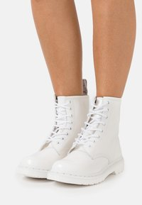 Dr. Martens - 1460 MONO - Bottines à lacets - white - 0