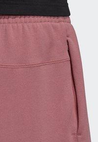 adidas Originals - R.Y.V. SHORTS - Shorts - pink - 4