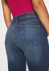 Wallis Petite - MIDWASH SCARLET - Straight leg jeans - blue - 6