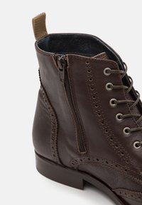 Shelby & Sons - HOCKLEY BROGUE BOOT - Lace-up ankle boots - brown - 5