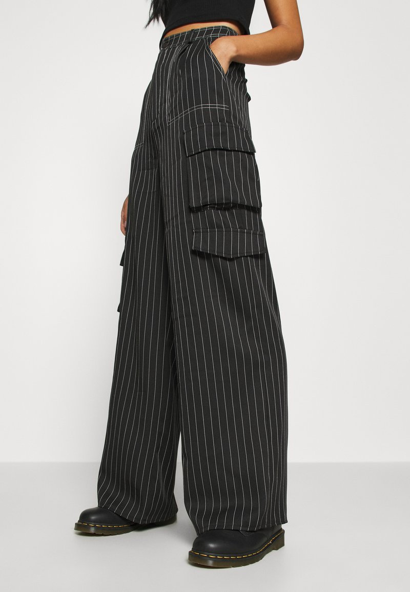 Missguided - PINSTRIPE WIDE LEG TROUSER - Kapsáče - black