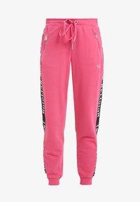 True Religion - PANT TAPE BLACK - Pantalon de survêtement - pink - 4