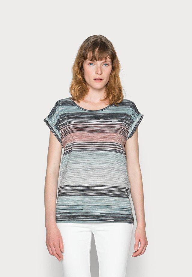 GALINA - T-shirt print - cloud green combi