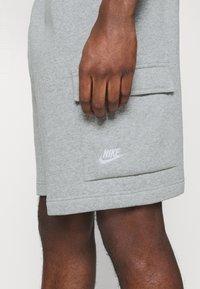 Nike Sportswear - CLUB CARGO - Teplákové kalhoty - dark grey heather - 3