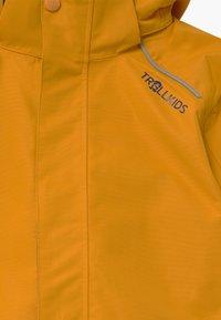 TrollKids - KIDS HOLMENKOLLEN SNOW JACKET PRO - Kurtka snowboardowa - golden yellow/mystic blue - 6