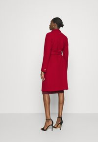 Dorothy Perkins - FUNNEL COLLAR GLOSSY COAT - Classic coat - red - 2