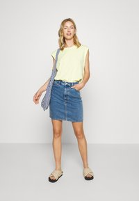 Monki - MIMMIE SKIRT - Kokerrok - blue medium dusty - 1